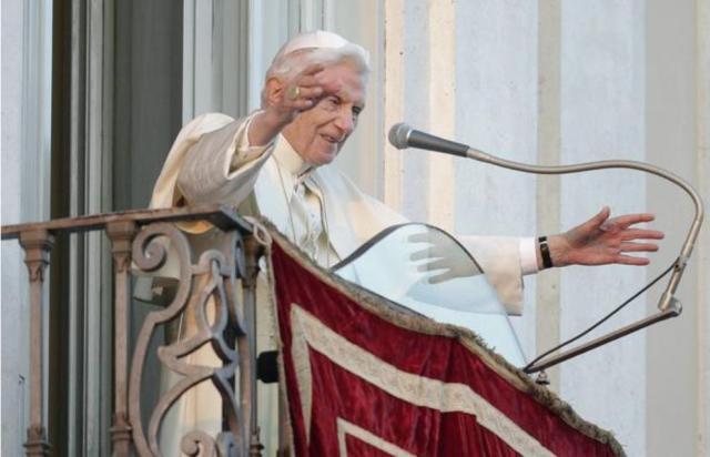 Ultima bendicion de Benedicto XVI