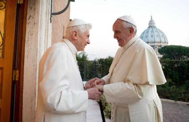 Encuentro del papa Francisco y del papa emérito Benedicto XVI
